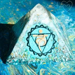 VISHUDA - PIRAMIDE  de Orgonite 3955 - PIEZA ÚNICA