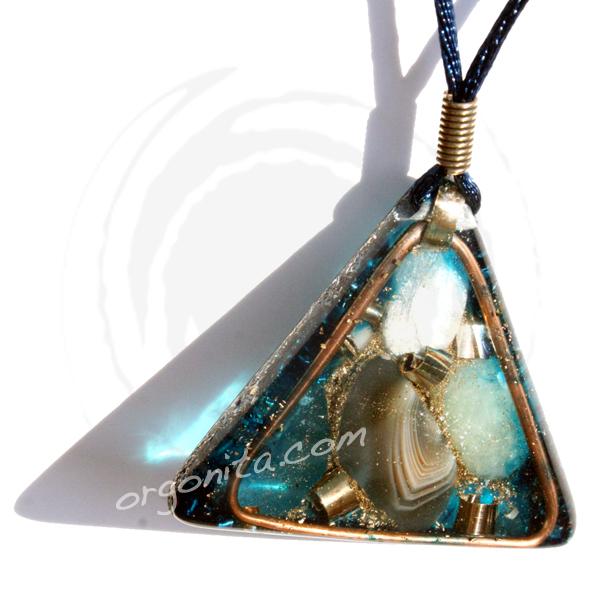 Orgonite AZUL triangular con Ágata y Piedra Luna